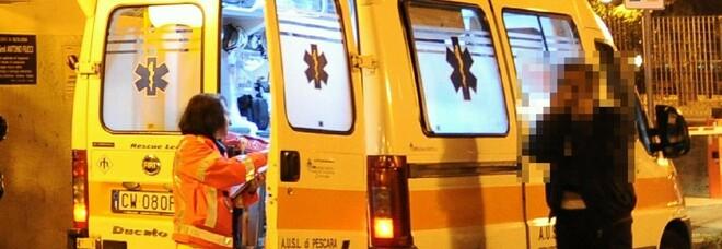 Attraversa la strada, donna investita e trascinata per 20 metri: è grave