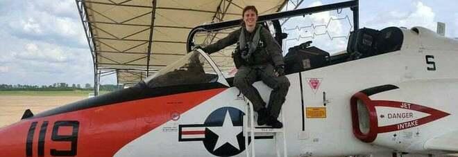 Erika Raballo riceve le ali d'oro: è la prima donna pilota di velivoli d'attacco della Marina Militare