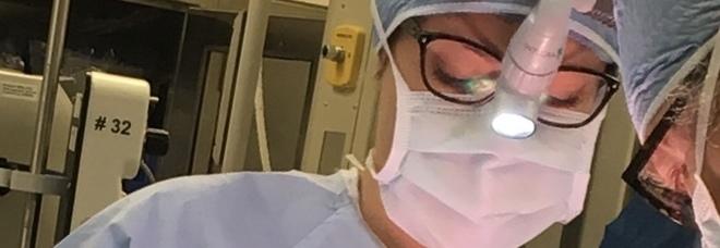 La via crucis delle donne chirurgo: «Molestie e discriminazioni per arrivare in sala operatoria»