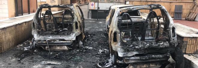 Due auto distrutte in un rogo appiccato dai piromani