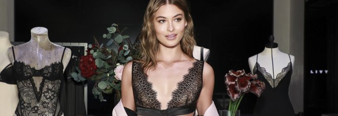 La modella Grace Elizabeth a una sfilata di Victoria's Secret a in New York
