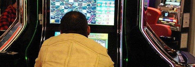 """Roma, slot machine """"accese"""" oltre l'orario consentito: sigilli a sala giochi in via Pietralata"""