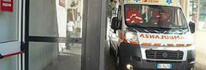 Roma, moto si schianta contro tre auto in sosta: Daniele muore a 21 anni