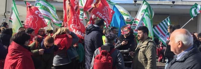 Una protesta dei lavoratori delle pulizie