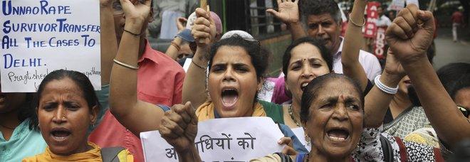 Proteste contro gli stupri in India (foto Ap)