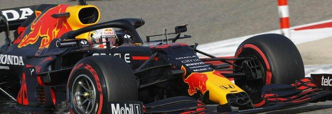 Gp del Bahrain, Verstappen batte le Mercedes e va in pole. Quarto Leclerc