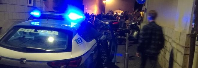 Terni, 29enne inseguito e picchiato in piazza della Repubblica dal branco: E' caccia agli aggressori