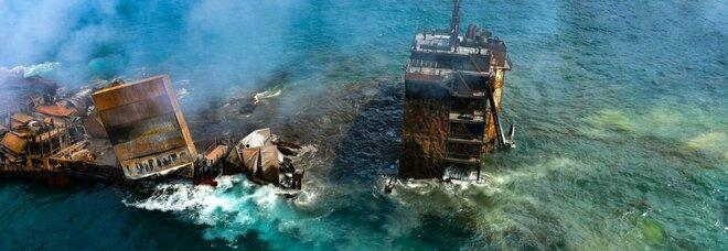 Nave affonda nello Sri Lanka, a bordo acido nitrico, prodotti chimici e cosmetici: «Disastro ambientale»