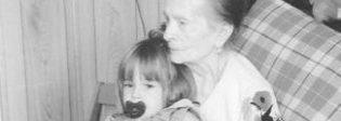 Laura Chiatti, morta la nonna: e lei pubblica una vecchia foto in bianco e nero