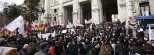 Scuola, lo sciopero dei prof precari allunga il ponte: stop del ministero Niente lezioni domani e giovedì