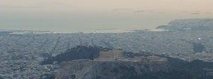 Grecia, finiti i salvataggi, ma il prezzo è caro: crisi profonda, stipendi di poche centinaia di euro
