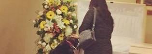 Il padrone muore, la cagnolina entra in depressione e smette di mangiare: l'ultimo saluto è commovente