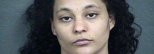 Madre 25enne vende la figlia di 2 anni ai pedofili: il padre scopre l'orrore