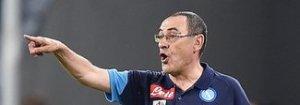 Sarri: «Vincere qui è stupendo, ma la Juve resta avanti. Il dito medio in risposta a chi insulta i napoletani»