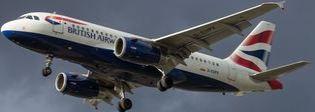 Londra, atterraggio d'emergenza per un aereo British Airways proveniente da Napoli