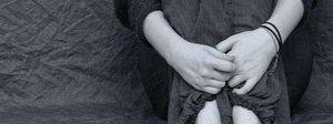 Delusione d'amore, ragazza di 15 anni esce di casa e si impicca a un albero