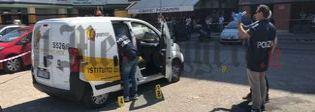 Spari contro un furgone portavalori a Latina, feriti bandito e guardia giurata