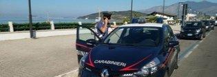 Furti sotto l'ombrellone, due arresti dei carabinieri a Scauri