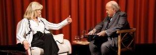 Amanda Lear da Costanzo: «Bowie mi sporcava il cuscino con il fondotinta»