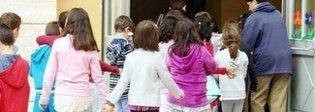 La scuola vieta la foto di classe: «C'è il diritto alla privacy»