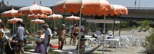 Spiaggia di Roma, c'è l'inchiesta sul patto tra Comune e rom