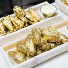 """Ali di pollo, pizze e gelati """"gold"""": ecco la tavola a 24 carati"""