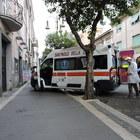 Genzano, donna incinta cade sul marciapiede rotto