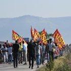 Strage braccianti a Foggia, berretti rossi in marcia: «Schiavi mai»