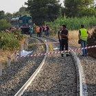 Treno investe famiglia in Calabria: due bimbi morti, grave la madre Stavano andando al mare