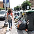 Marino, i rifiuti invadono marciapiedi e strade Foto