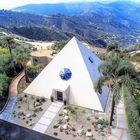 immagine La casa piramide: vita da faraoni in California