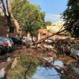 Bomba d'acqua da Roma al litorale: strade allagate e fuga dalle spiagge Grande platano cade a Trastevere