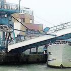 Fiumicino, si blocca la passerella pedonale: si passerà solo dalla parte di Isola Sacra