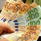 Trova una busta senza nome con oltre mille euro: pensionata la porta in questura