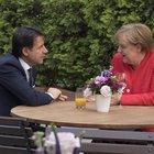 Migranti, Conte prende in mano il timone: «Via i fondi ai Paesi che rifiutano»