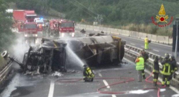 Autostrada A1 Chiusa a Calenzano per Incendio di un Tir