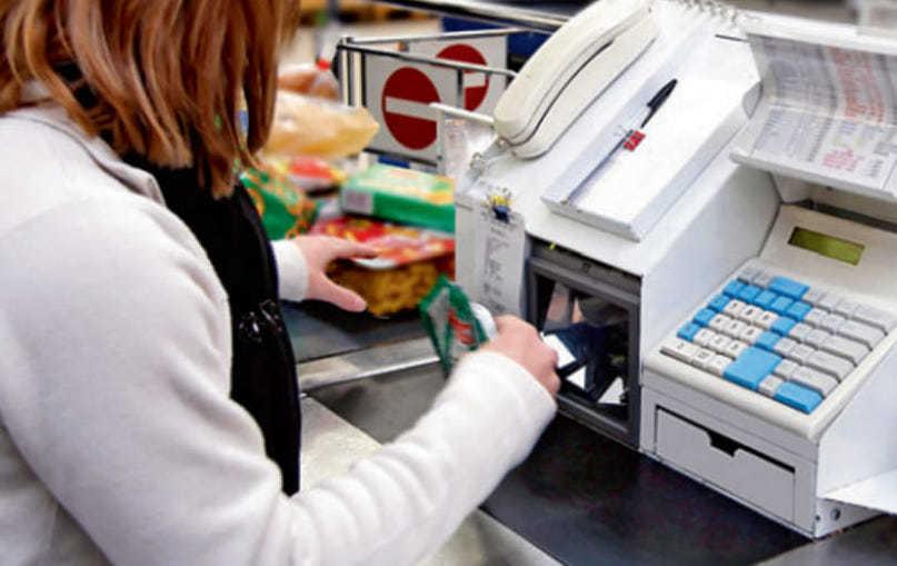 Cassiera licenziata per aver tagliato punti Mulino Bianco senza pagare confezione