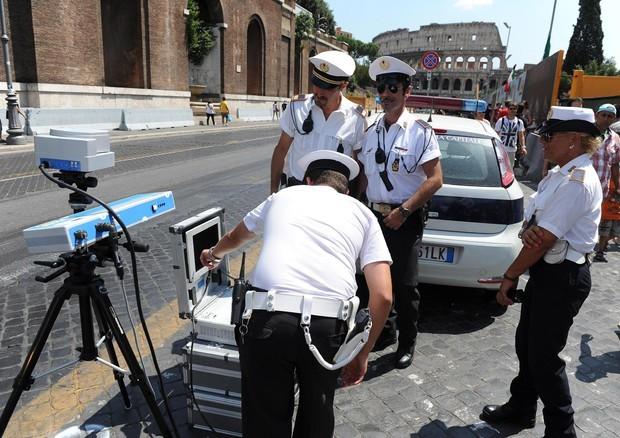 consegna veloce buon servizio nuovo stile Autovelox in città, le multe sono valide solo se l'auto si ...