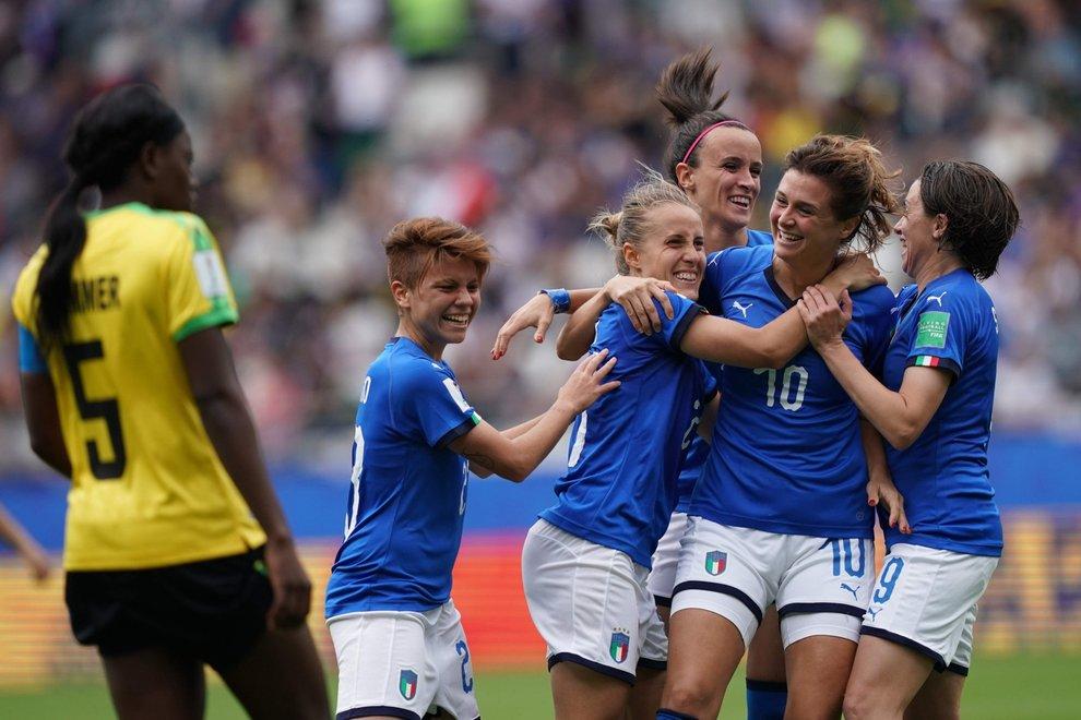 Azzurre, sui social tifo e odio: «Calcio femminile penoso