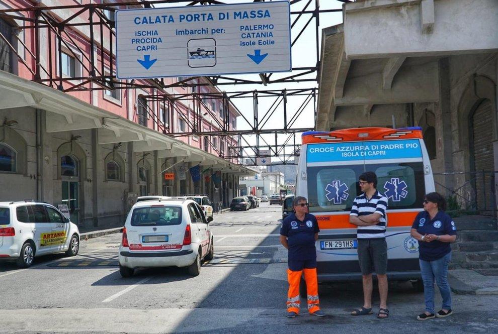 Capri Malata Di Tumore In Ambulanza La Compagnia Di