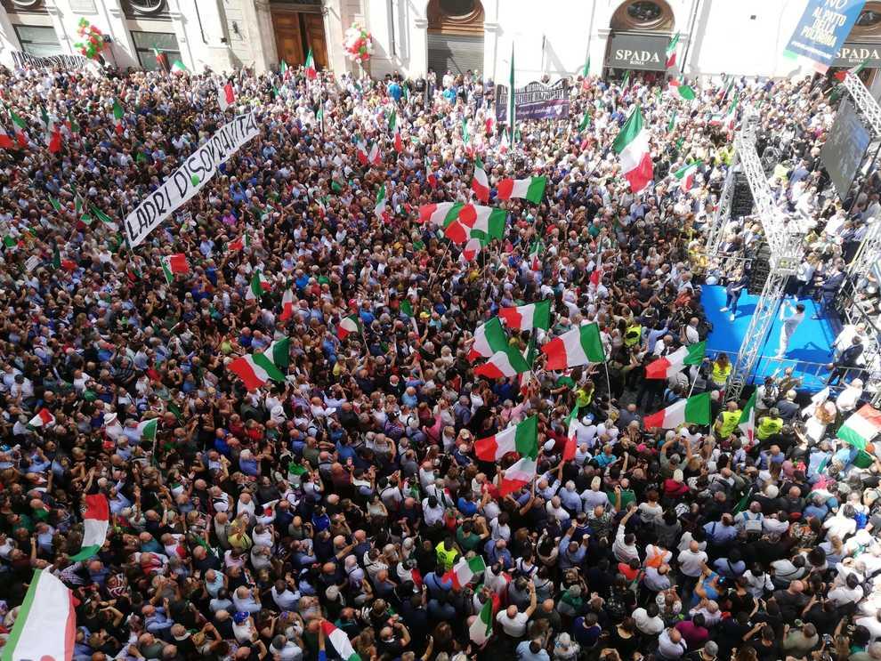 Fiducia, Meloni e Salvini in piazza contro i «poltronari»