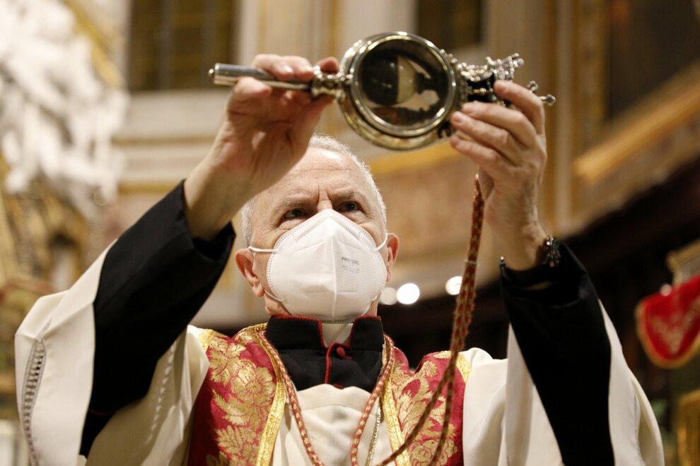Napoli, San Gennaro, niente miracolo: il sangue non si è sciolto. Monsignor  Papa: «Si sciolga il cuore dell'uomo»